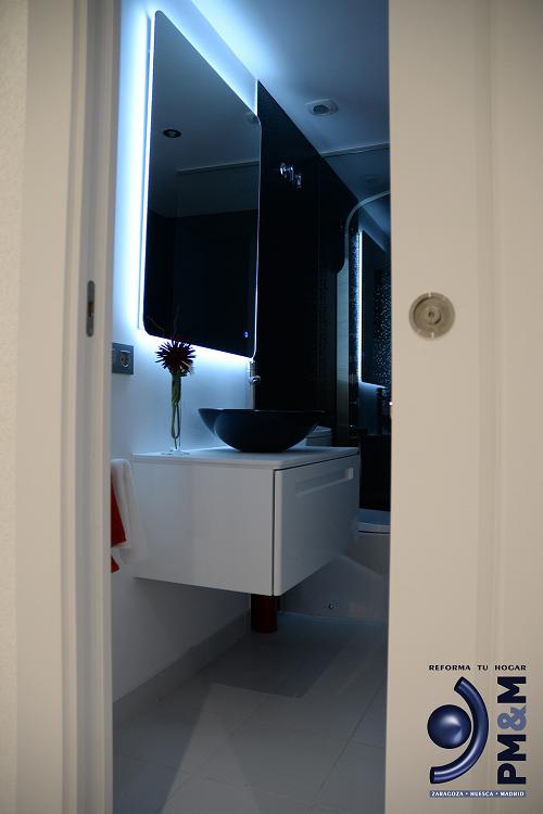 baño-1-espejo-retroiluminado.-vivienda-diseño