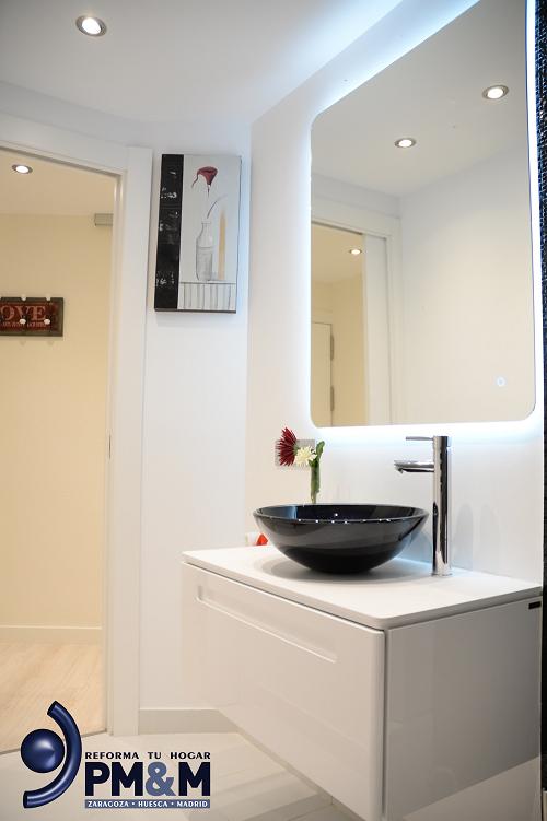 baño-3.-mueble-baño-laca-blanca-con-lavabo-vidrio-negro-zaragoza