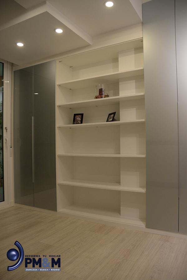 dormitorio-2-bis.-armario-a-medida-en-color-blanco-y-vidrio-plata-en-zaragoza