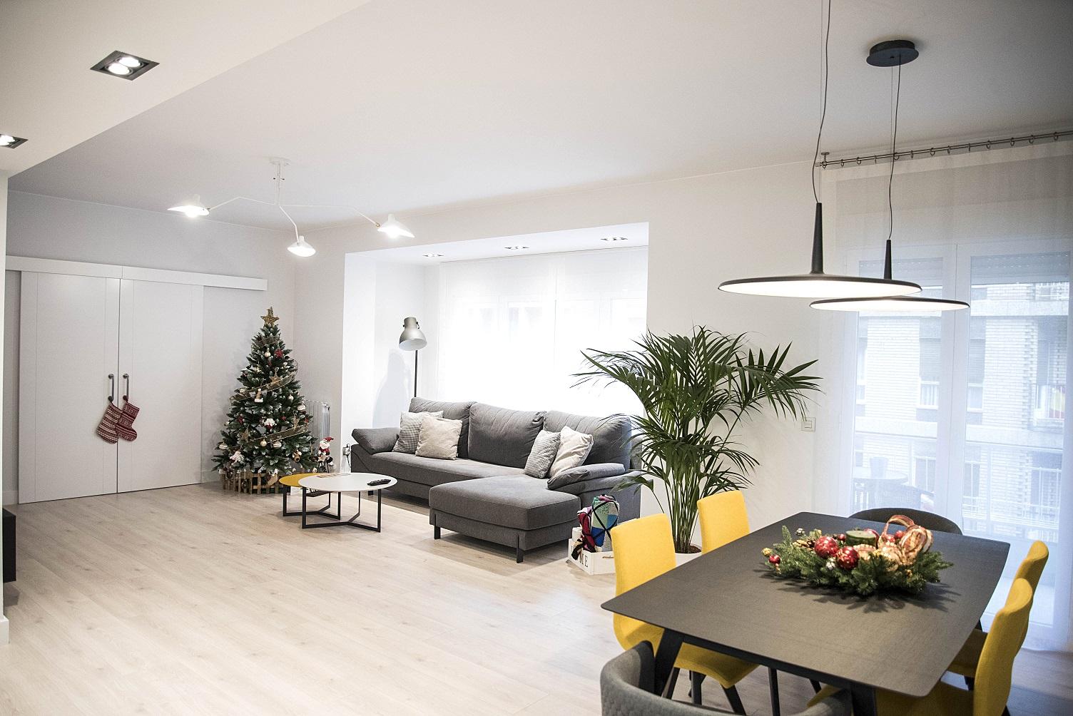 gran-salon-vivienda-diseño-suelo-parquet-zaragoza