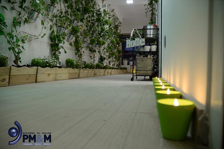 jardin-con-velas-en-interior de vivienda-de-diseño-diferente-en-zaragoza