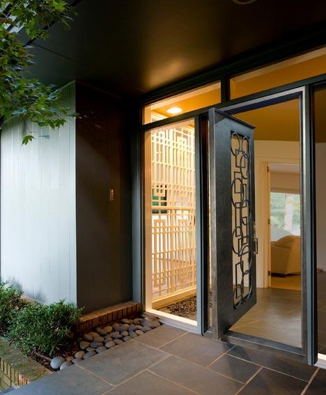 Ascensores y reforma de zonas comunes ascensores en zaragoza for Puertas principales de casas