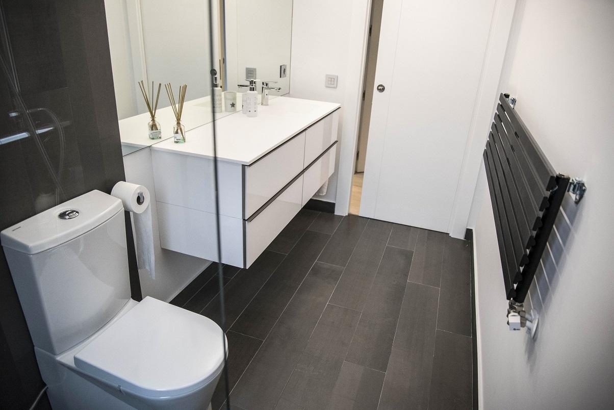 radiador-toallero-decorativo-negro-en-zaragoza