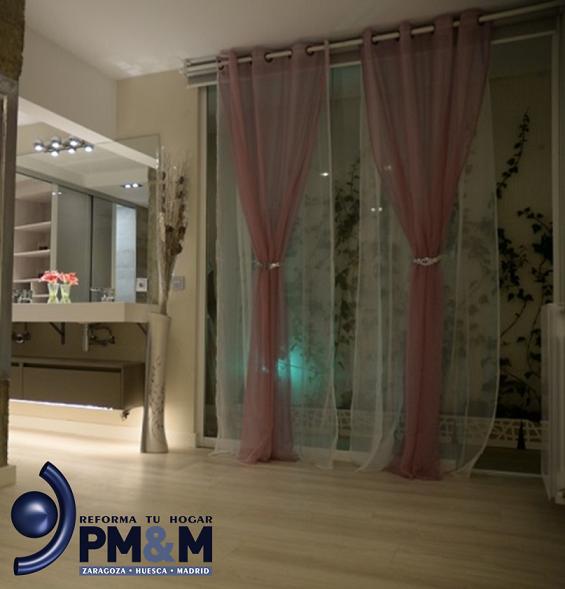 suite-matrimonio-con-2-lavabos-en-vivienda-de-diseño-diferente-en-zaragoza
